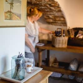 Kleiner Hofladen für Gartenprodukte @ Südsteiermark Polz Garten by Renate Polz Chutneys Muse Salze Essig Honig & kreatives zum stöbern und entdecken für Haus und Garten