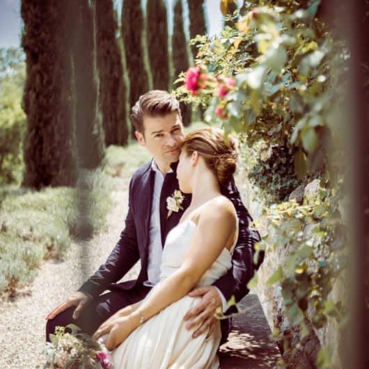Valerie und Ben im Polz Garten Hochzeit wedding Gartenhochzeit im Südsteiermark Garten Braut Bräutigam Foto by die Abbilderei